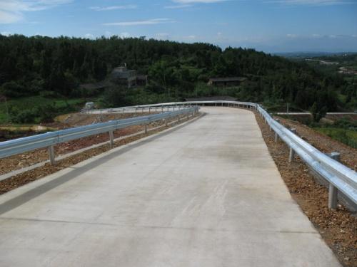 云南高速公路波形护栏生产厂家