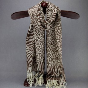 2012新款 欧美咖色斑马豹点印花羊毛围巾披肩 原单尾单