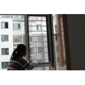 山东烟台天策门窗厂专业加工安装,推拉防护纱窗。