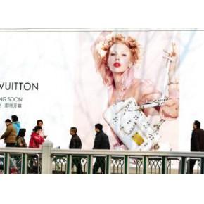 """户外广告转型走""""酷""""路线 移动广告有何新创意"""
