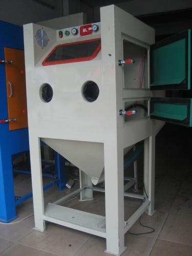 主要结构   1,箱体:箱体是喷砂机的最主要组成部分
