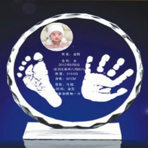 郑州婴儿纪念品:水晶手足印+水晶胎发吊坠=158元