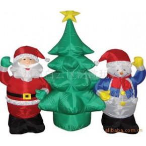 连体圣诞老人和圣诞雪人与圣诞树 节日装饰品