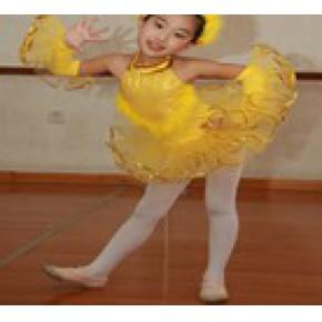 青岛芭蕾舞教师考试培训 青岛芭蕾舞教师应聘 青岛红舞裙
