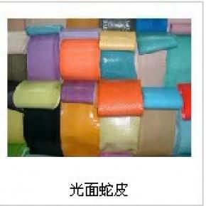 2012年新款女装皮革短裤批发找广州天利青蛙皮厂