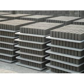 专业生产:水泥砖配套托板