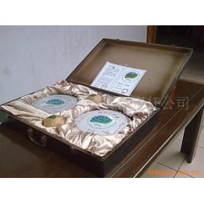 礼品茶叶:2005国际茶叶研讨会纪念饼、生-熟茶