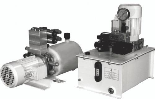 电机与动力单元接线板之间通过固定在油箱盖上的密封