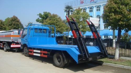 东风厂家劲卡挖机运输车