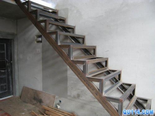 【北京专业制作楼梯 焊接钢结构楼梯68601256】