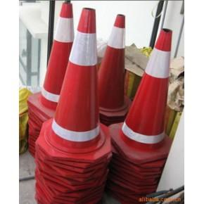 交通设备、路锥、减速带、交通信号灯