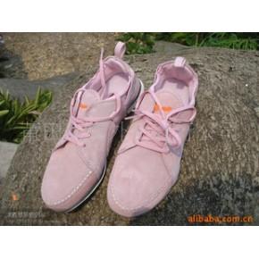 批发供应外贸品牌运动休闲鞋1件起批