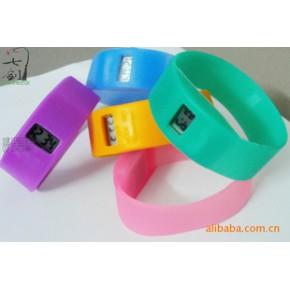 硅胶宽表,宽表硅胶手表,硅胶手表时尚大方(多种颜色,可加印LOG)