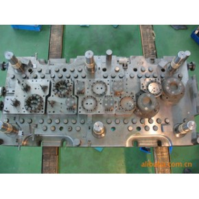 定转子马达铁芯自动叠铆级进模,模具加工