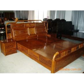 花梨木床,多宝格,顶箱柜产品做工精细,真材实料