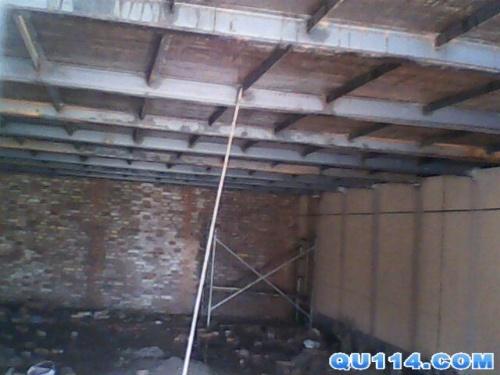 一般做隔层的钢结构主梁大多用工字钢和槽钢,副梁用方管或角钢.