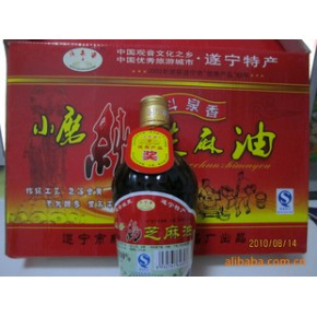 小磨纯芝麻油是经过传统工艺,色泽金黄,天然醇香
