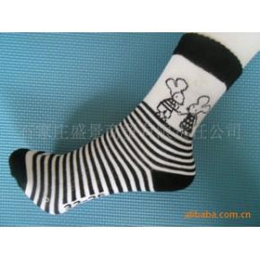【淘宝】黑白相间卡通少女袜子