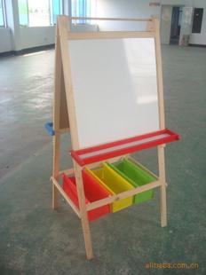 木制画架为儿童学习用品 有助于儿童的智力开发