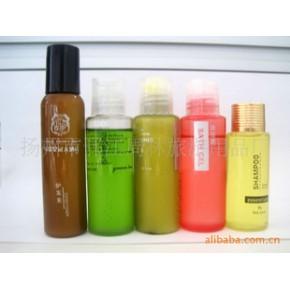 各种款式的化妆品瓶子,塑料包装