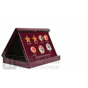 中国各时期警察帽徽(钢琴漆高级盒)