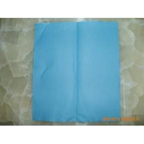 蓝色V折擦手纸(压花)、价格便宜纸巾