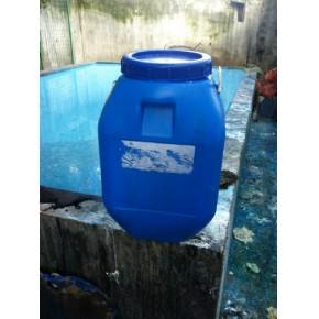 回收大小蓝色塑料低压桶